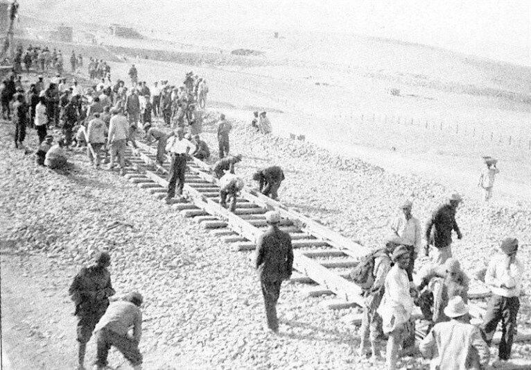 راه آهن رضاخان، خدمت به انگلیس یا مردم ایران؟